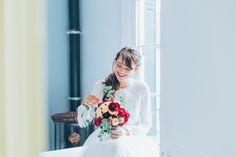 Shooting Hivernal / Directrice Artistique : Marine (https://shesaidido.com/) / Photographe : Juli Etta (http://juliettaphotography.com/) / Créatrices : Mariana et Sophie de l'Atelier Swan (http://www.atelier-swan.com/) / Model : Jessica (http://dollyjessy.com/) #fleursdhiver #bouquetmariee #mariage #marieedhiver #winterwedding
