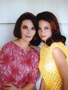 Grown-up sisters Natalie Wood & Lana Wood Natalie Wood, Classic Hollywood, Old Hollywood, Famous Sisters, Celebrity Siblings, Beautiful People, Beautiful Women, Splendour In The Grass, Family Affair