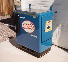 Photos of our previously restored slider box soda machines. Soda Machines, Vending Machines, Vintage Decor, Vintage Items, Garage Signs, Soft Drink, Pepsi Cola, Gumball Machine, Coolers