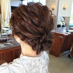 2016/10/29 09:29:59 toru.ishikawa.hair ✨早朝セット✨ Hair Salon GREEN ROOMの電気関係を担当してくれてる友人マコピンのお姉さんがヘアセットで来てくれました😉🔆 『お任せアレンジ』 波ウェーブで緩やかにベースをつくって ルーズにタイトロープと三つ編みをつくってまとめる😋 シンプルだけど崩しが重要 トップのボリューム、サイド、バックのバランスを考え 360度どこから見ても綺麗で上質なヘアアレンジの完成😌💫 最小限しかピンをさいてないので長い時間アップスタイルにしてもいたくならない😌💫 #セット #ヘアセット #早朝セット #ヘアアレンジ #アレンジ #波ウェーブ #まとめ髮 #結婚式およばれ ##ルーズ #タイトロープ #ゆるふわ #三つ編み #美容 #GREENROOM #HairSalonGREENROOM #グリーンルーム #美容室 #筑西市 #旧関城 #11月7日オープン #美容