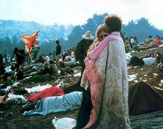 VIDEO.Pendant trois jours, 32 groupes se sont succédé sur la scène du festival. Pour certains d'entre eux, Woodstock permet de rentrer dans le panthéon du rock blues des années 70. C'est le cas de Janis Joplin, la chanteuse blues rock américaine, ...