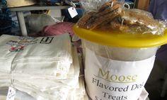 Yammi, Hundefutter mit Elchgeschmack... Foto: Doris Treats, Moose, Dog Food, Sweet Like Candy, Sweets