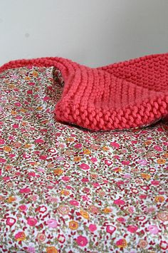 half knit, half quilt - could crochet one Knitting Projects, Crochet Projects, Knitting Patterns, Sewing Projects, Crochet Patterns, Yarn Crafts, Sewing Crafts, Knitted Blankets, Knitted Rug