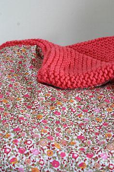 Manta para bebé, forrada con tela de algodón floreado, en lana Phildar by secretsdepolichinelle.