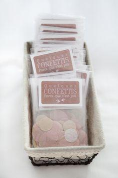 Sachets de confettis à distribuer à la sortie ou à mettre dans vos livrets de cérémonie !