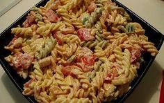 Salata sa testeninom i piletinom Party Finger Foods, Cooking Recipes, Healthy Recipes, Whole 30 Recipes, Pasta Salad, Chicken Recipes, Good Food, Food And Drink, Dishes