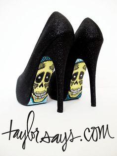 Skulls on my shoes (ebony glitter)