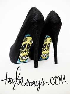 Skulls on my shoes (ebony glitter)