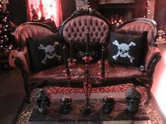 my Hubby's grandmother had a similar couch...now I wish I had it :)