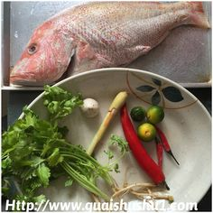 Thai Steamed Fish with Lime (Pla Neung Manao or ปลากะพงนึ่งมะนาว 泰式柠檬蒸鱼 ) Healthy Thai Recipes, Fish Recipes, Asian Recipes, Thai Fish Recipe, Fish Sauce, Fish Dishes, No Cook Meals, Seafood, Spicy