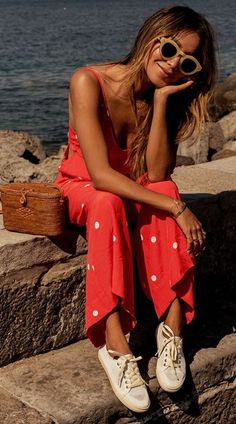 10 Outfits With Polka Dots That Will Complete Your Wardrobe: Polka Dot Jumpsuit; White Sneakers Outfit, Summer Sneakers, Autumn Summer, Spring Summer Fashion, Spring Outfits, Outfit 2017, Cooler Look, Inspiration Mode, Unisex