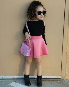 A Perfect Handbag Cute Little Girls Outfits, Kids Outfits Girls, Little Girl Fashion, Preteen Fashion, Toddler Fashion, Kids Fashion, Diy Barbie Clothes, Latest African Fashion Dresses, Stylish Kids