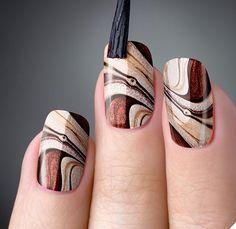 As unhas marmorizadas ou marble nails vem fazendo muito sucesso entre as mulheres graças ao efeito que elas proporcionam, similar ao visual da pedra mármore.