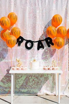 Decor: Animal print balloons #myaltparty #altlovesmaurices