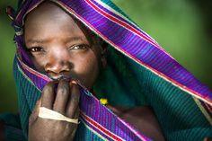 Chica joven de la tribu de los Suri en Kibish, #Etiopía (foto de Miro May)