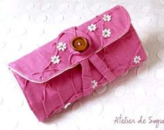 Crochet Hook Case Notion pouch Crochet Hook Holder Needle Case Craft Bag in Egg plant purple  Atelier de Soyun offers quality knitting and crochet supplies such as knitting needle organizers, crochet hook roll up cases, project bags, notion pouches and more.  We ship WORLDWIDE.  * This sophisticated crochet hook organizer is constructed with organic natural linen. She is individually handdyed, texturized and embellished. Inner lining is made of 100% pure organic cotton in natural earth tone…