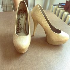 Gold glitter platform high heel pumps Has slight wear on one side of toe. Check pics otherwise great condition. Brash Shoes Platforms