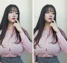 Việc sở hữu bộ ngực đặc biệt này khiến cô nàng bất ngờ trở nên nổi tiếng với hơn 50k lượt người theo dõi trên instagram trong 1 đêm. Jjo_vely cũng tận dụng lợi thế này để nhận quảng cáo cho các shop mỹ phẩm, quần áo.