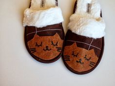 DIY: Pantuflas en casa. Elabora tus propias pantuflas en casa a tu estilo y a tu forma, sólo sigue los pasos para tener el patrón y calienta tus pies. http://www.linio.com.mx/hogar/