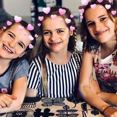 Naz is so cute Sabre and sockie is so beautiful I wish i can meet u guys . Famous Youtubers, Meet U, 5 Minute Crafts Videos, True Legend, Youtube Stars, Cute Girl Outfits, Friends Tv, Editing Pictures, Celebs