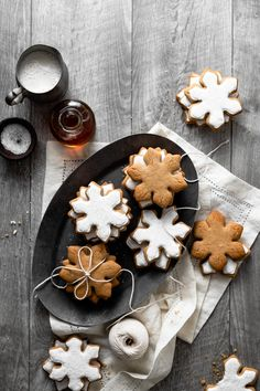 Maple Syrup Cookies are soft maple and ginger holiday cookies, just like gingerbread without molasses, vanilla cookie icing, topped with sparkling sugar. Vanilla Recipes, Baking Recipes, Cookie Recipes, Dessert Recipes, Maple Syrup Cookies, Vanilla Cookies, Holiday Baking, Christmas Baking, Fudge