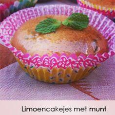 Lekker!!! Deze limoencakejes met munt! Om ze extra feestelijk te maken voor oudejaarsavond kan je ze besprenkelen met wat limoncello :) Hele fijne jaarwisseling allemaal en een gelukkig en gezond 2016!! Www.glutenvrijlactosevrij.nl #glutenvrij #glutenvrijlactosevrij #limoen #muffin #munt #oudejaarsavond #oudennieuw #2016 #feest