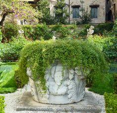 Garden urn with overflowing vines at Barnabo palazzo | The Decorating Diva, LLC #blogtourmilan #venice #gardens
