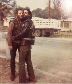 Dougie Poo & Beautiful Buzzard cuddling in the mid Biker Clubs, Motorcycle Clubs, Chopper Motorcycle, Vintage Biker, Vintage Men, Old Sparky, Seven Swans, Old School Motorcycles, Beard Haircut