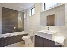 Modern bathroom design with corner bath using ceramic - Bathroom Photo 1490431