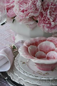 lovely table setting in pink