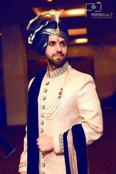Super photography poses for men indian 60 Ideas wedding couple Indian Wedding Poses, Wedding Dresses Men Indian, Indian Wedding Couple Photography, Groom Wedding Dress, Punjabi Wedding, Indian Weddings, Wedding Couples, Indian Photography, Wedding Ideas