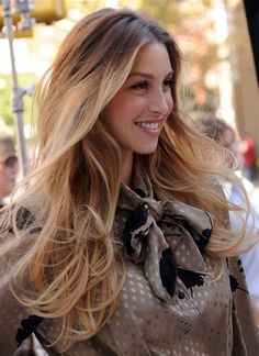 Ombré hair colour: a mix of blonde & brown whitney port ombré has Brunette Hair Cuts, Brunette Ombre, Blonde Hair Shades, Black Hair Ombre, Red Ombre, Whitney Port, Baliage Hair, Ombre Hair Color, Trending Hairstyles