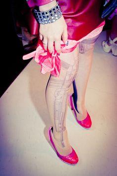 MAM avantgarde Best tights ever! Japanese Streets, Japanese Street Fashion, Tattoo Tights, Turning Japanese, Kawaii Fashion, Cool Outfits, Socks, Street Style, Amazon
