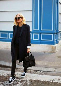 Vans Old Skools in ganz Schwarz Street-style Fashion Mode, Look Fashion, Winter Fashion, Womens Fashion, Street Fashion, Cheap Fashion, Fashion Trends, Dress Fashion, Paris Fashion