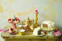 Tea party sweet table - http://blog.giallozafferano.it/icakebake/sweets-table-themes-party-a-tema/