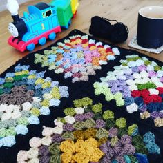 Free Video Tutorial for Join as You Go Crochet Squares ⋆ Crochet Kingdom Free Crochet Square, Crochet Square Patterns, Crochet Squares, Crochet Dress Outfits, Crochet Videos, Crochet Tutorials, Crochet Christmas Ornaments, Granny Square Blanket, Yarn Stash
