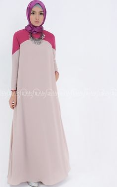 In dual color abaya you can add your favorite color. Fit and flare form abaya are in great style tha Abaya Fashion, Modest Fashion, Fashion Dresses, Hijab Mode, Moslem Fashion, Abaya Designs, Muslim Dress, Islamic Fashion, Hijab Chic