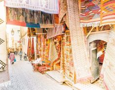 Fes is the cultural and handicraft center of Morocco. There's a lot of things to do in Fes, use our Fes guide and get lost in the Medina. King Of The South, Morocco Itinerary, Stuff To Do, Things To Do, Sunset Point, The Final Destination, Desert Tour, Blue City, Enjoying The Sun
