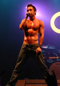 Doug Robb lead singer of Hoobastank Music Is Life, New Music, Hoobastank, Greatest Rock Bands, Hey Gorgeous, Madly In Love, Back In The Day, Real People, Beautiful People
