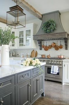 48 The Best French Country Style Kitchen Decor Ideas - Country Kitchen Farmhouse Sophie Glass Kitchen Cabinets, Farmhouse Kitchen Cabinets, Kitchen Cabinet Design, White Cabinets, Wood Cabinets, Kitchen Wood, Kitchen Counters, Kitchen Backsplash, Kitchen White
