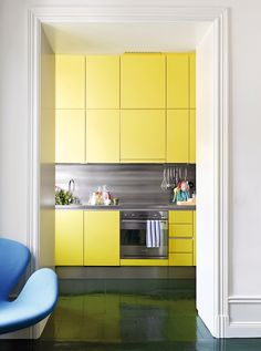 Yellow kitchen will be so much attractive for any home design whether big or small. It gives your room a bright color and more spacious. So, here are some yellow kitchen ideas for designing your kitchen room. Country Kitchen, New Kitchen, Kitchen Dining, Rustic Kitchen, Awesome Kitchen, Kitchen Ideas, Floors Kitchen, Happy Kitchen, Kitchen Stuff