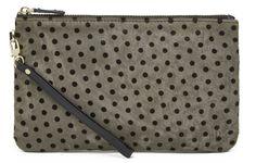 Verpasse unterwegs nie wieder eine wichtige Nachricht, weil dein Handyakku leer ist. Diese Tasche lädt ihn dir! Einfach und so praktisch!: https://www.blissany.com/marken/handbagbutler-mighty-purse/clevere-mighty-purse-von-handbag-butler-in-grey-dots.html