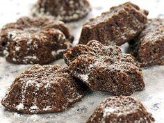 200 g špaldové mouky jemně mleté       150 g mletých vlašských ořechů      150 g másla      120 g třtinového cukru      1 vejce      20 g kakaa      7 hřebíčků (rozdrtíme v hmoždíři)      1/2 lžičky skořice
