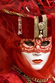 Venetian Costumes, Venetian Carnival Masks, Carnival Of Venice, Venetian Masquerade, Venice Carnival Costumes, Masquerade Ball, Masquerade Attire, Costume Venitien, Venice Mask