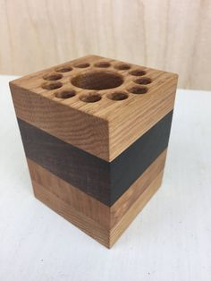 Wooden Pen Holder, Wood Pencil Holder, Wood Napkin Holder, Small Woodworking Projects, Woodworking Furniture Plans, Small Wood Projects, Diy Projects, Wood Log Crafts, Fireplace Feature Wall