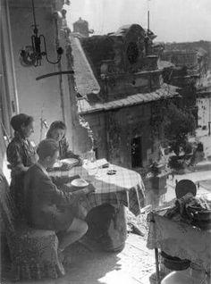 1945. Rákóczi út és a Klauzál utca sarka - ebéd közben. (fotó: Escher Károly) Old Pictures, Old Photos, Vintage Photos, Anno Domini, Modern Photographers, New View, History Photos, Budapest Hungary, Weird And Wonderful