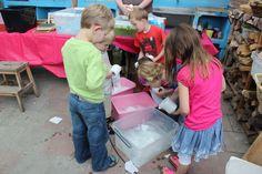 pulp maken van wc papier http://www.dewonderwerkplaats.nl/2013/06/papier-scheppen/