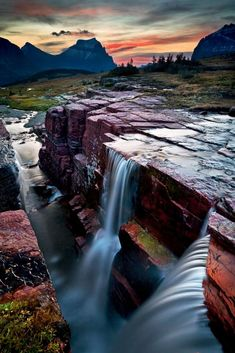 Twin Falls. Glacier National Park, Montana, EUA