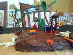 """Easy """"Island"""" cake decorated with Playmobil Pirates"""