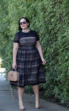 I like the sleeves and cut of this dress. Girl With Curves wearing a pearl necklace from Ann Taylor, Audrey Sunglasses from Celine and Maggy London Lace Dress from Nordstrom. Trendy Dresses, Plus Size Dresses, Plus Size Outfits, Plus Size Fashion For Women, Plus Size Women, African Fashion Dresses, Fashion Outfits, Modelos Plus Size, Looks Plus Size
